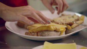 Recetas de cocina Sanduche con tortilla de huevo con pan tajado artesanal integral